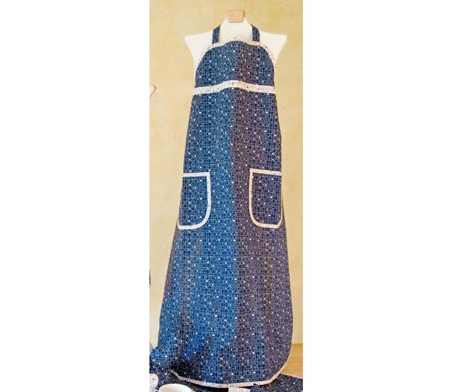Westfalenstoffe Münster stellt diese wunderschönen Schürzen im Landhausstil her. Praktisch mit Taschen. Traditioneller femininer Look. Einfach Klasse!